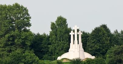 Trys kryžiai ir Antanas Vivulskis